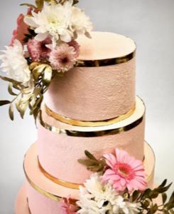 Wedding cake golden flowers