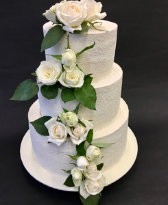 Wedding Cake roses blanches