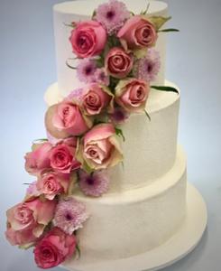 Wedding cake cascade de fleurs