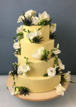 Wedding Cake chardons et freesias