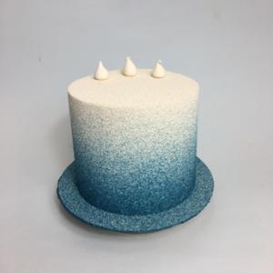 Gâteau anniversaire bleu dégradé