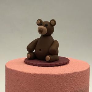 Gâteau d'anniversaire petit ours brun